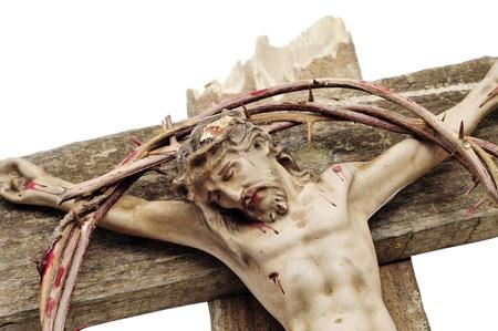doornenkroon: een figuur van Jezus Christus in het Kruis en een bloedige kroon van doornen Stockfoto