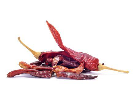 chiles secos: secado hot chili peppers aislados en un fondo blanco Foto de archivo