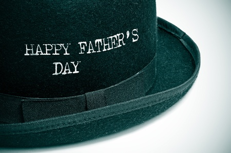 happy Fathers Day: d�a de padres felices, escrito en un sombrero bomb�n Foto de archivo