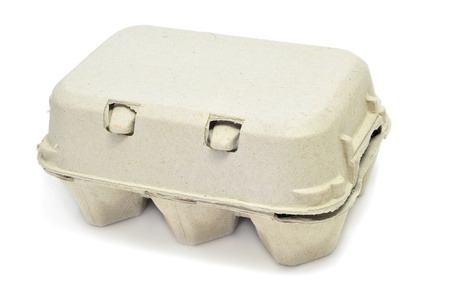 carton: eieren in een eierdoos op een witte achtergrond Stockfoto
