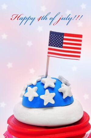 Feliz 4 de julio y un cupcake decoraci�n con los colores y estrellas de la bandera de Estados Unidos Foto de archivo - 9729217