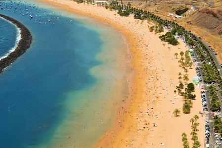 kanarienvogel: Luftbild von Teresitas Beach in Teneriffa, Kanarische Inseln, Spanien