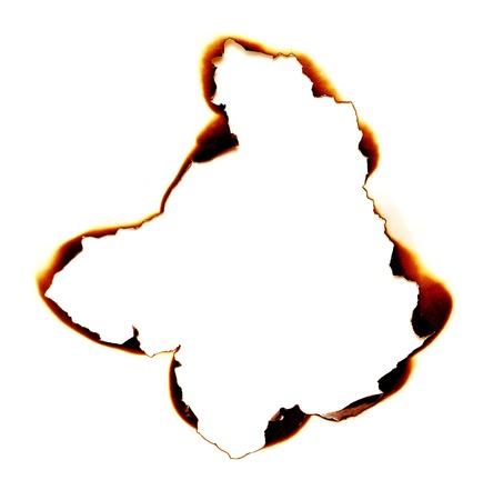 quemadura: agujero quemado sobre un fondo de papel blanco Foto de archivo