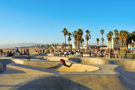 Venice, US - October 16, 2011: Skatepark of Venice Beach in Venice, US. This skatepark, with pool, ramps, stair set and flow bowls, celebrated its second anniversary on October 3, 2011  Stock Photo - 11175361