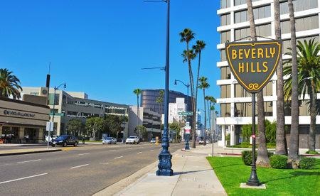 censo: Beverly Hills - 16 de octubre de 2011: Un signo de Beverlly Hills en Wilshire Boulevard en Beverly Hills, EE.UU.. La rica ciudad tiene una poblaci�n de 34.109 en el censo de 2010 Editorial