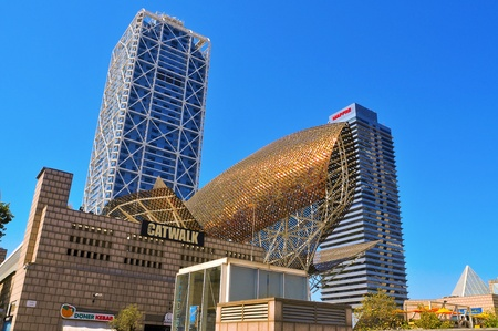 torre: Barcelona, Spain - August 16, 2011: Hotel Arts and Mapfre Tower in Barcelona, Spain. The Hotel Arts is a 44-story, 483 room luxury hotel and its twin, Mapfre Tower, an office building Editorial