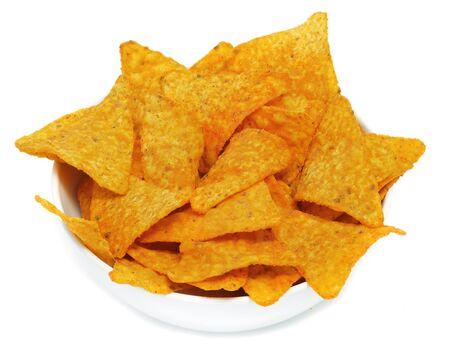 tortilla de maiz: un recipiente con nachos en un fondo blanco Foto de archivo