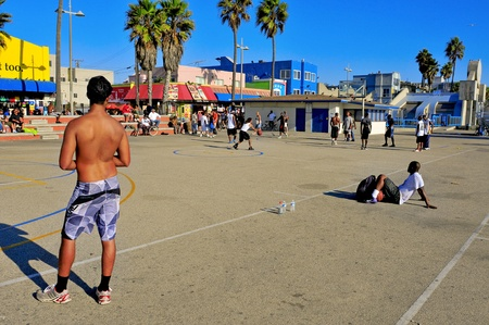 los angeles county: Venice, US - October 16, 2011: Basketball players in Venice Beach in Venice, US. A lot of people use to play basketball on the courts placed in the Ocean Front Walk of Venice Beach