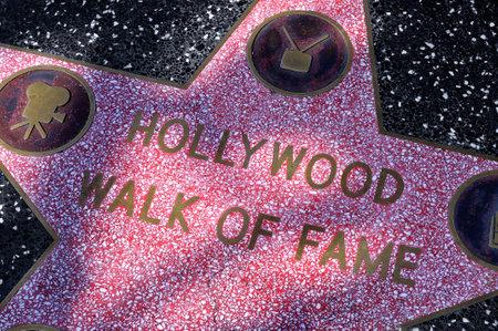 estrellas cinco puntas: Los Angeles - 15 de octubre de 2011: Estrella del Paseo de la Fama de Hollywood en Los �ngeles. Hay m�s de 2.400 estrellas de cinco puntas que atraen a unos 10 millones de visitantes al a�o Editorial
