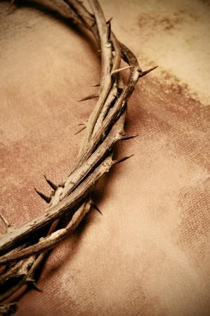 corona de espinas: cerca de una representación de la corona de espinas de Jesucristo