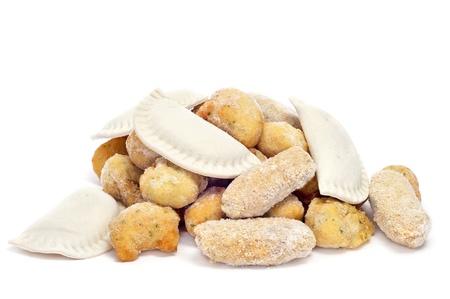 bign�: diversi alimenti surgelati spagnolo, come empanadillas, le crocchette e frittelle di merluzzo bianco, pronti a cuocere o friggere