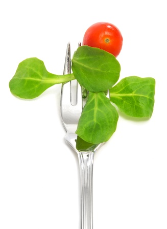 endivia: Primer plano de un tenedor con ensalada con tomate cherry