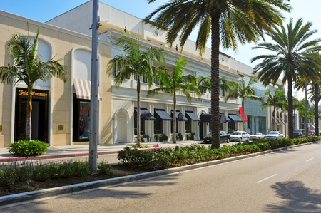 beverly hills: Beverly Hills, US - October 16, 2011: Rodeo Drive in Beverly Hills, US. There are more than 100 world-reknowed boutiques in this area Editorial