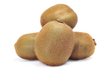 kiwi fruta: un montón de kiwis en un fondo blanco