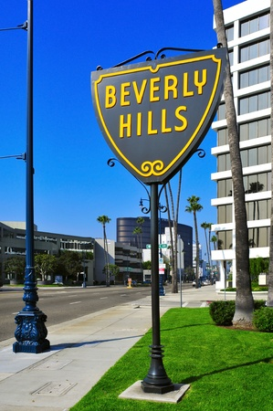 beverly hills: Beverly Hills, US - October 16, 2011: A Beverly Hills sign in Wilshire Boulevard in Beverly Hills, US. The affluent city has a population of 34,109 at the 2010 census Editorial