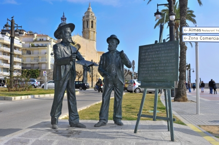 garraf: Sitges, Spain - March 3, 2012: Monument to Santiago Rusinol and Ramon Casas in Sitges, Spain. This statue pays tribute to both international catalan modernist artists established in Sitges Editorial