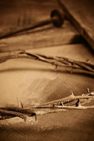 doornenkroon: een vertegenwoordiging van doornenkroon, kruis en spijkers van Jezus Christus Stockfoto