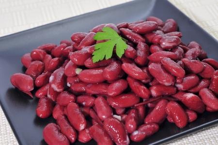 frijoles rojos: un plato con frijoles cocidos