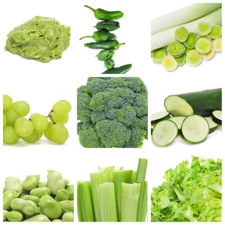 endivia: collage de nueve diferentes alimentos verdes, como guacamole, pimientos, puerros, uvas, brócoli, calabacín, habas, apio y escarola escarola Foto de archivo