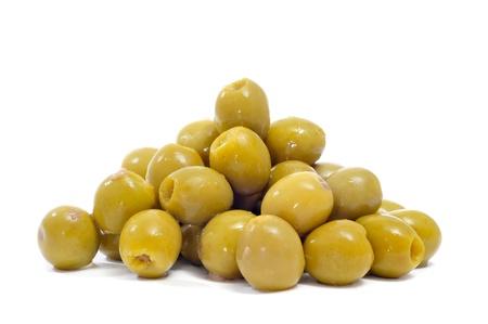 pitted: closeup di un mucchio di olive snocciolate spagnolo su uno sfondo bianco Archivio Fotografico