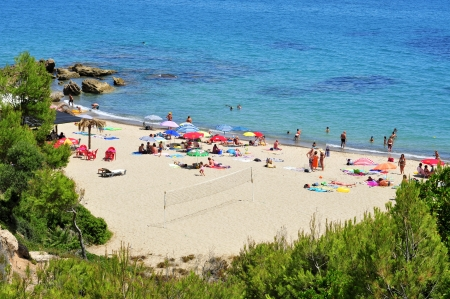 the dorada: Mont-roig del Camp, Spain - August 10, 2012: Vacationers in Cala dels Vienesos beach in Miami Playa, Mont-roig del Camp, Spain. This small cove is 650 meters long and 25 wide Editorial