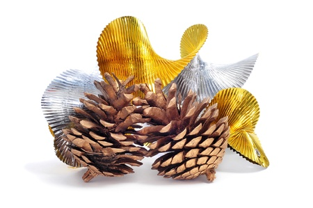 undulating: some pine cones and undulating golden and silver garland on a white background  Stock Photo