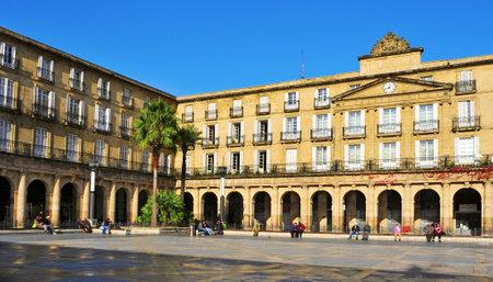 빌바오, 스페인 - 년 11 월 (14) : 2012 년 빌바오, 스페인 광장 누에바. 본관의 비스 케이 정부의 이전 사이트는 지금 바스크 언어 로얄 아카데미의 사이트입니다