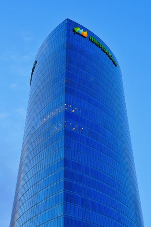bilbo: Bilbao, Spain - November 16, 2012: Iberdrola Tower on November 16, 2012 in Bilbao, Spain. This 165 meters high tower was designed by Cesar Pelli, who also designed the Petronas Twin Towers in Kuala Lumpur Editorial