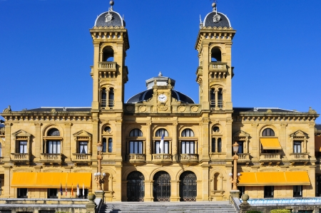 parte: San Sebastian, Spain - November 15, 2012: City Council in San Sebastian, Spain. Its premises are located in the former casino of the city, built up in 1887, next to the Bay of La Concha Editorial