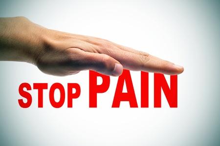 bol: ręka nad bólem zatrzymania zdanie zapisane w czerwieni Zdjęcie Seryjne
