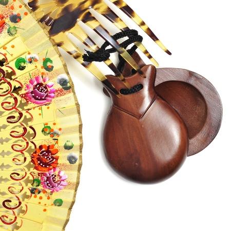 danseuse flamenco: castagnettes espagnoles, Peineta et le ventilateur à la main sur un fond blanc