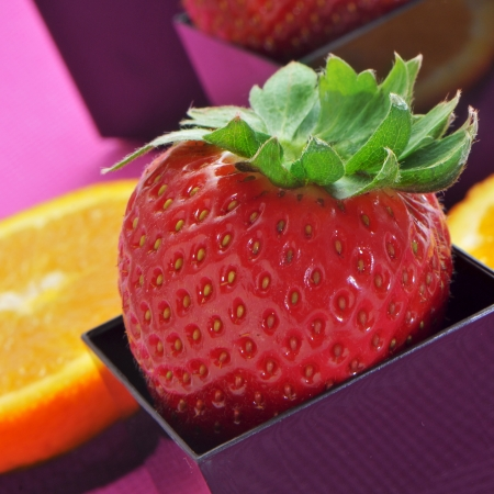 cubical: strawberries and orange slices in cubical and round bowls
