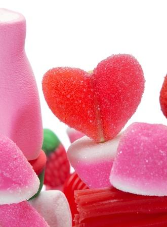 brochetas de frutas: Primer plano de un caramelo pinchos sobre un fondo blanco Foto de archivo