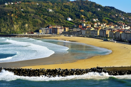 san sebastian: Zurriola Beach and Urumea River mouth in San Sebastian, Spain