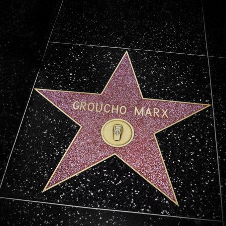 estrellas cinco puntas: Los Angeles, EE.UU. - 16 de octubre de 2011: Groucho Marx estrella en Hollywood Walk of Fame en Los �ngeles. Esos m�s de 2.400 estrellas de cinco puntas atrae a cerca de 10 millones de visitantes al a�o