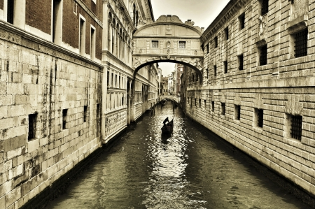 a view of the Bridge of Sighs in Venice, Italy Stock Photo - 19365597