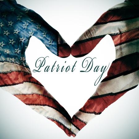 애국자의 날은 색상과 패턴 손과 미국 국기의 별 만든 심장 기호의 빈 공간에 기록