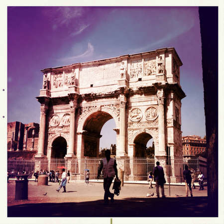 constantino: The Arc of Constantine in Rome Italy