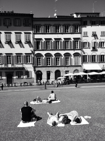 siesta: Piazza Pitti in Florence