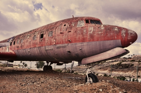 picture of an old and ramshackle airplane withdrawn from circulation