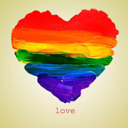 het woord liefde en een regenboog hart geschilderd op een beige achtergrond, met een retro-effect