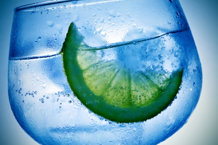 addictive: closeup of a glass with gin and tonic Stock Photo