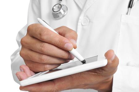 un médico con un lápiz óptico en una tableta Foto de archivo