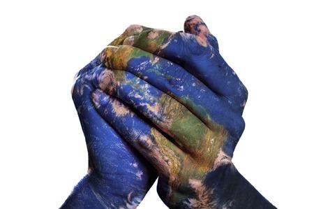 paz mundo: un mapa del mundo en las manos del hombre que forma un globo