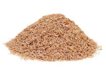 小麦ふすま白い背景の上の山