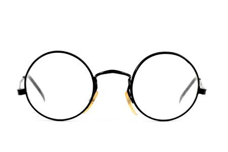 marcos redondos: un par de gafas de lentes redonda sobre un fondo blanco