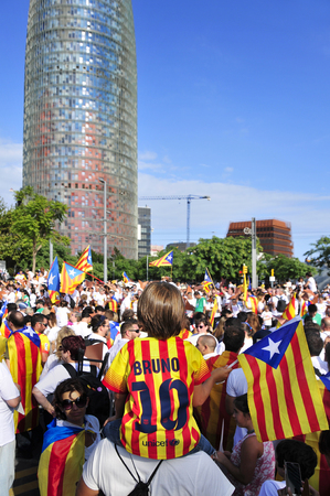 to partake: Barcelona, Spain - September 11, 2015: At least 1.4 million people partake in a rally in support for the independence of Catalonia in Barcelona, Spain, during its National Day Editorial