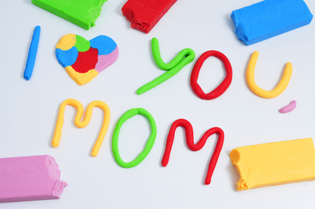 oracion: the sentence I love you mom, made in modeling clay of different colors Foto de archivo