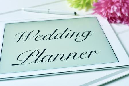 planificacion familiar: el organizador de bodas texto en la pantalla de un tablet PC Foto de archivo