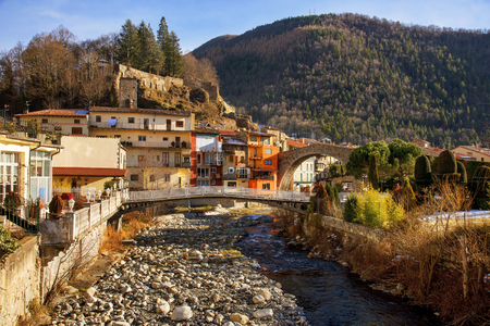 a view of the Ter River as it passes through Camprodon, in Catalonia, Spain Banque d'images